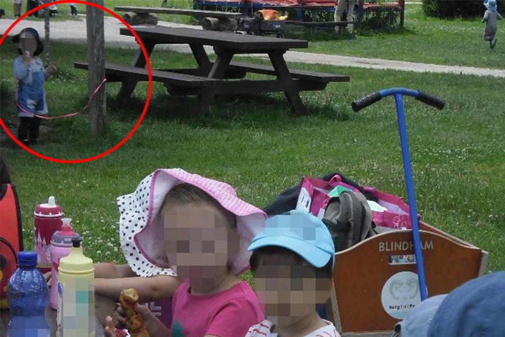 Schock: 2-jähriger Bub mit Leine an Baum gebunden