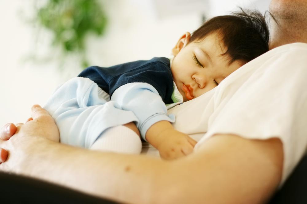 Aus diesem Grund sind Väter müder als Mütter
