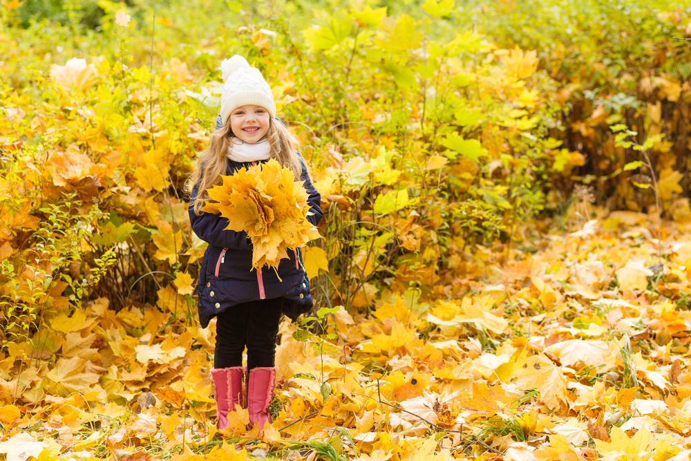 Nie mehr Langeweile: Was man im Herbst mit Kindern tun kann