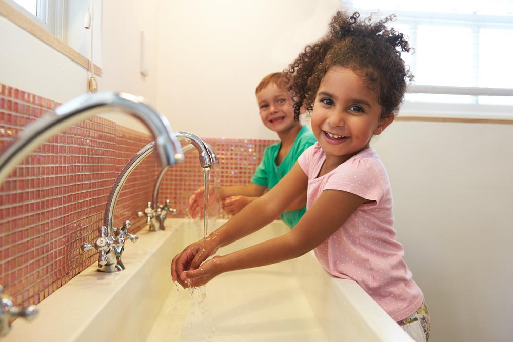 Schutz vor Keimen: So geht richtiges Händewaschen mit Kindern