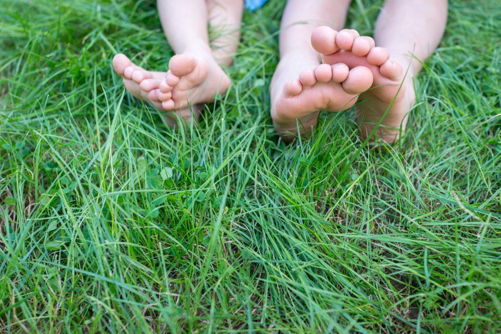 Step by Step: Wie die Füße deines Kindes gesund bleiben