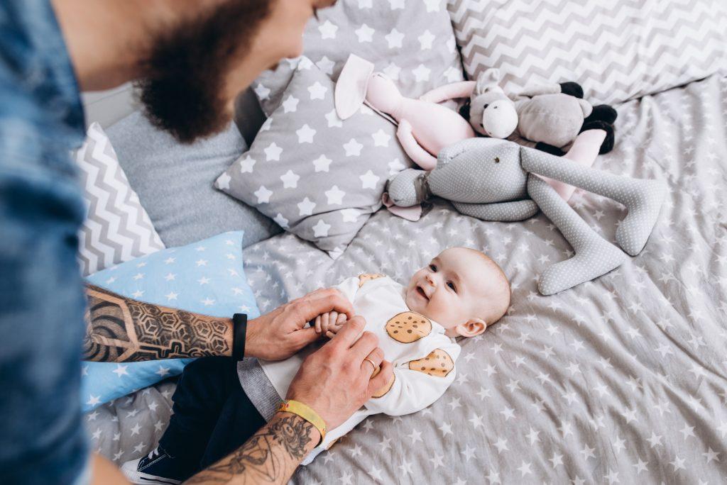 Tätowierung eines Kleinkindes als Lebensversicherung