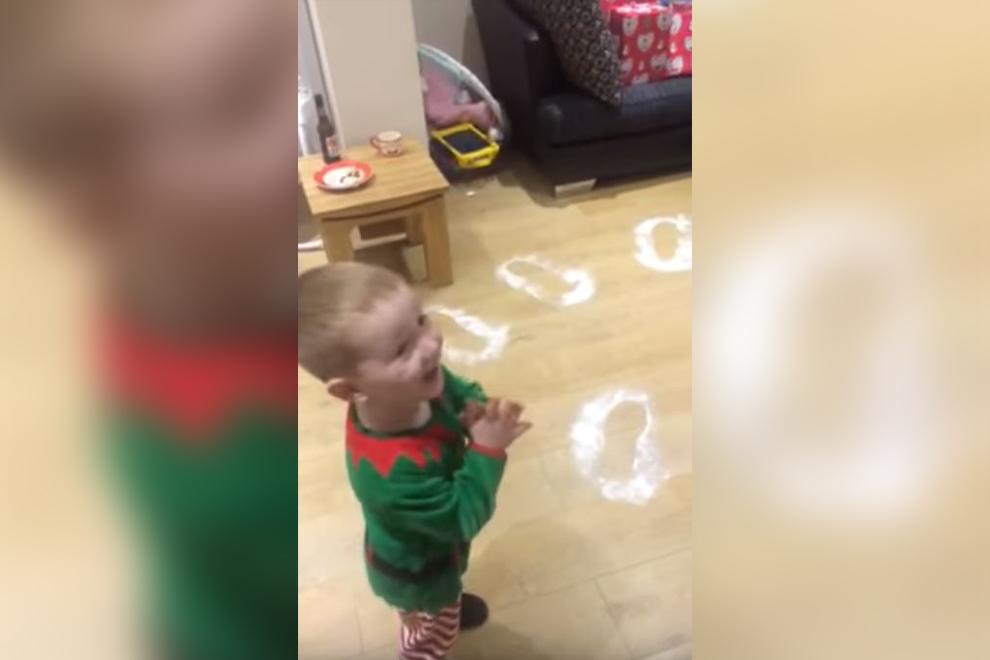Süß: Diese Kind freut sich unglaublich über Weihnachten