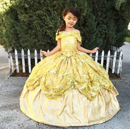 Dieser Papa näht wunderschöne Disney-Kleider für seine kleine Tochter