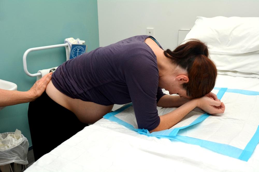 Stuhlgang während der Geburt: Warum passiert das?