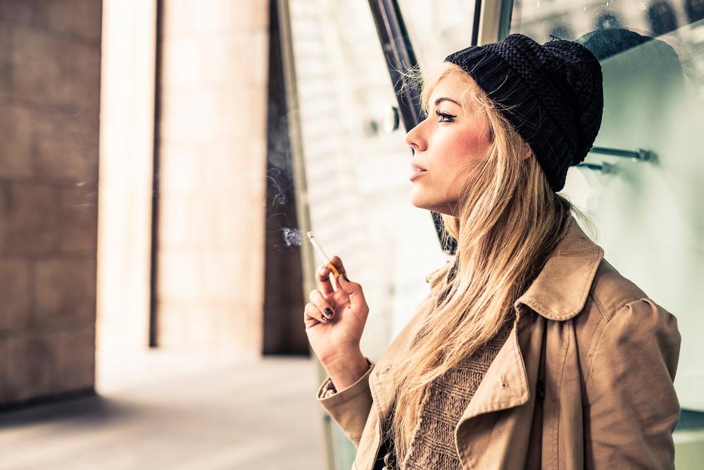 Achtung: Auch Balkon-Raucher gefährden ihre Kinder