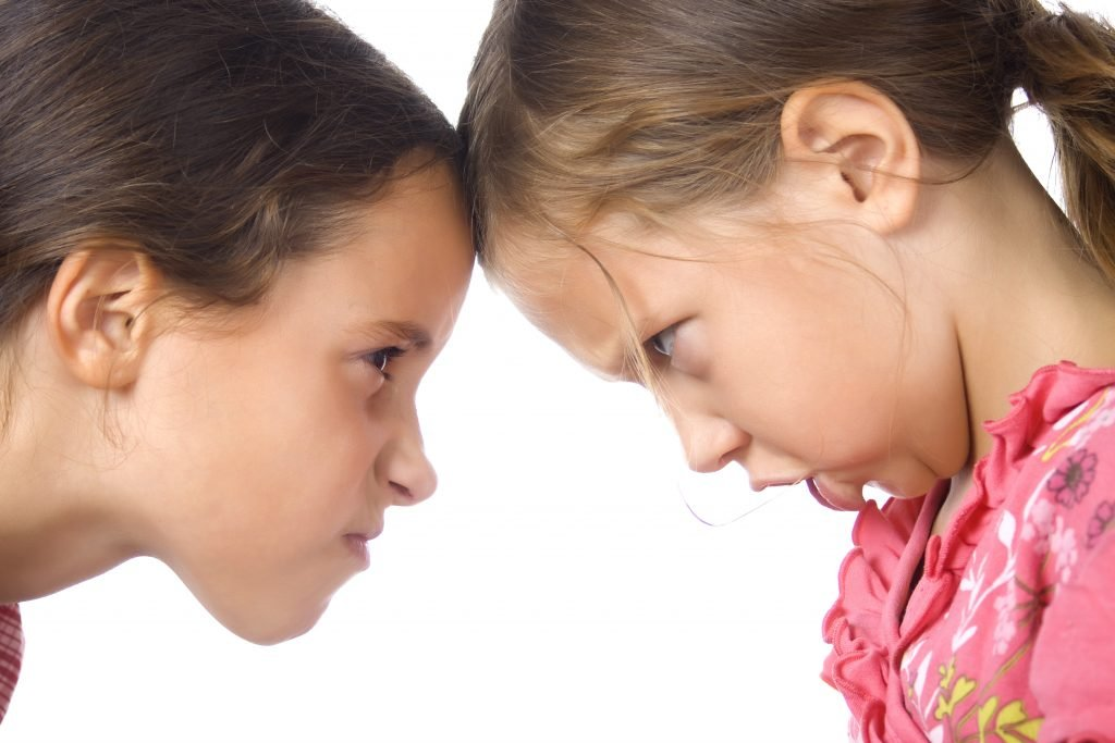 Diese 11 Tipps helfen, wenn Geschwister streiten