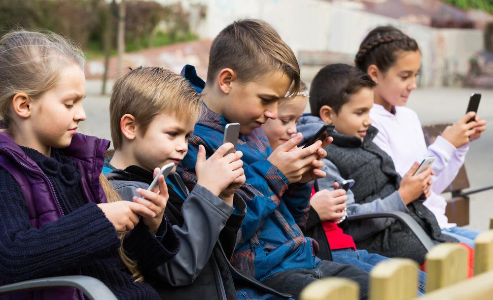 Frankreich: Ab 2018 komplettes Handyverbot an Frankreichs Schulen