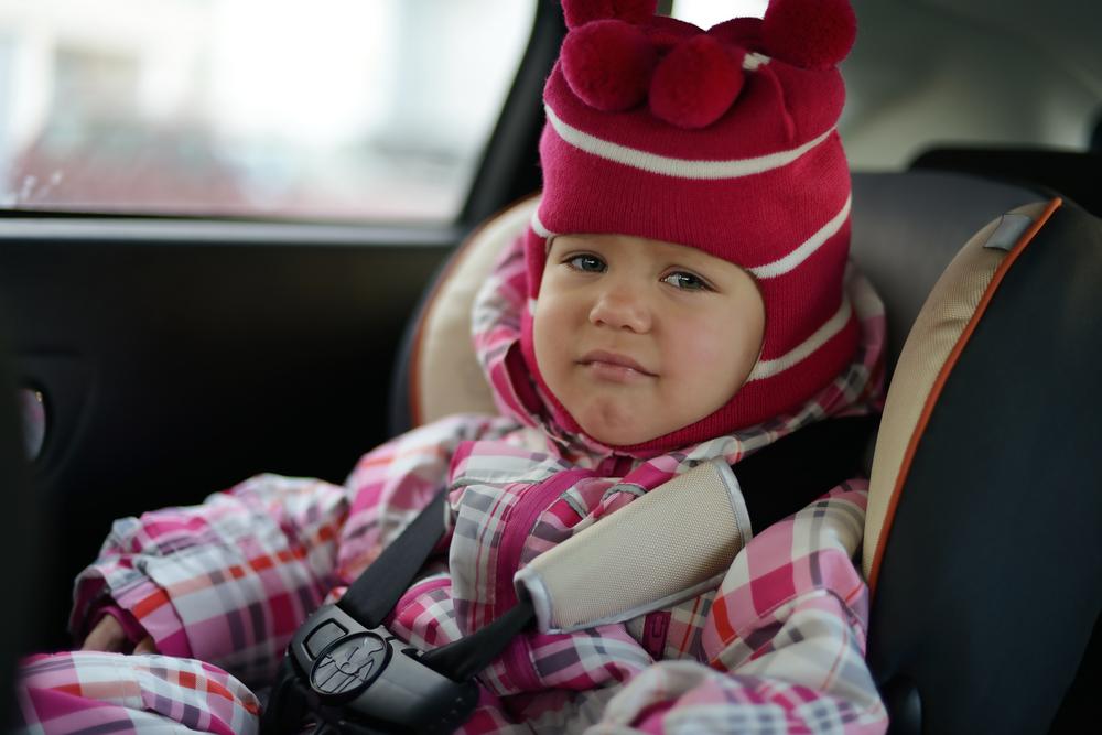 Wichtige Warnung: Weshalb du dein Kind nie mit Winterjacke anschnallen solltest