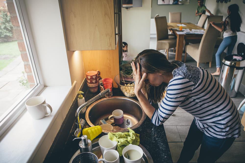 Mütter arbeiten im Schnitt 98 Stunden pro Woche