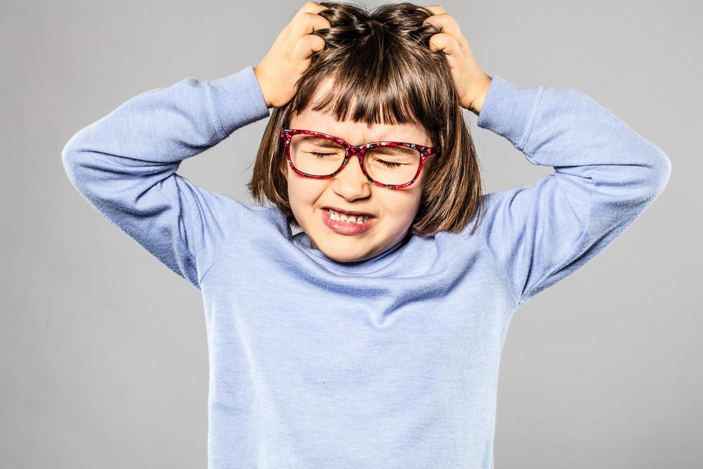 Nervenzehrend: Was du tun kannst, wenn dein Kind einen Tic hat