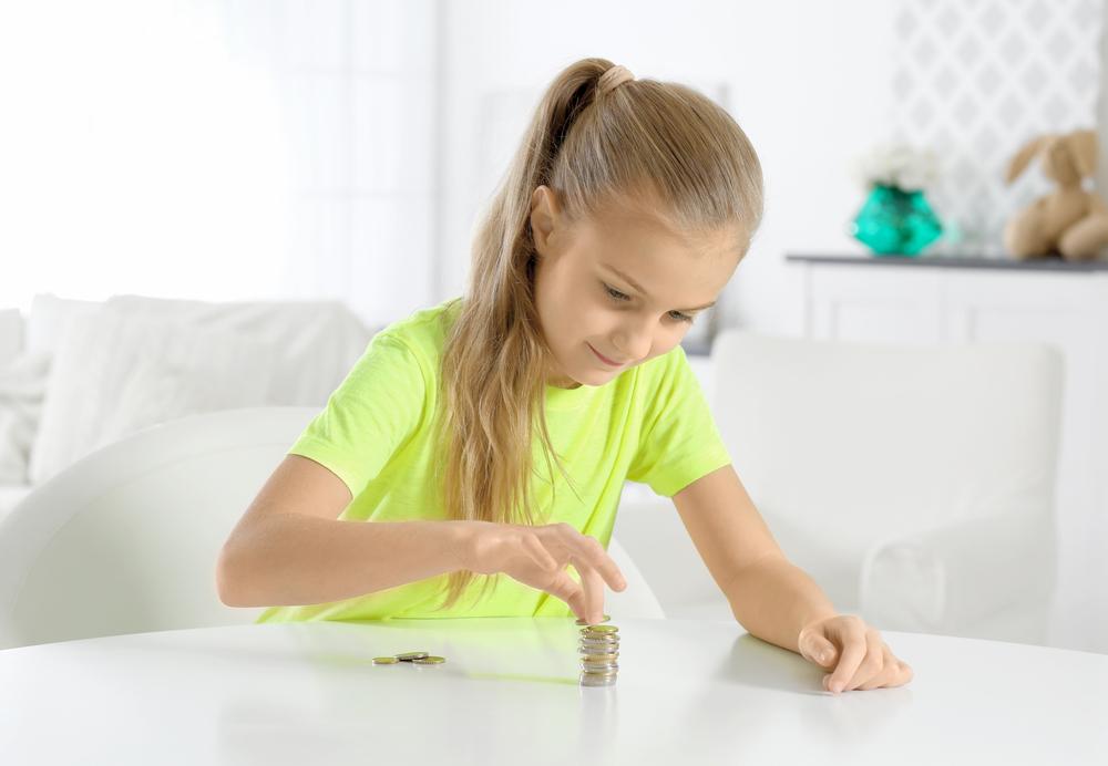 Ganz schön streng: Fünfjährige muss monatlich Miete an Mama zahlen