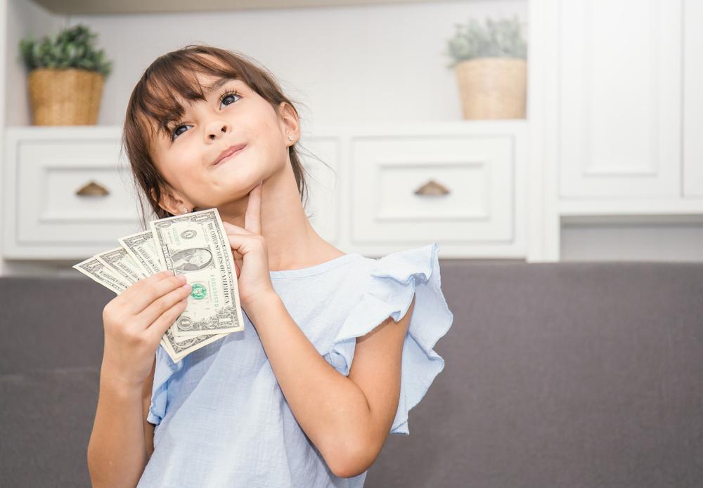 Mutter verlangt von ihrer fünfjährigen Tochter wöchentlich Miete
