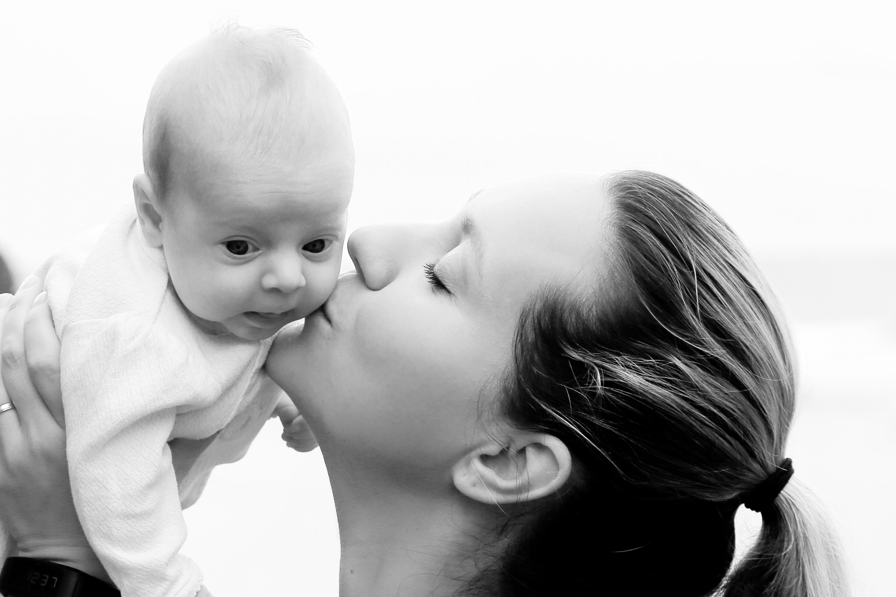 Schockierend: Baby starb durch einen Kuss