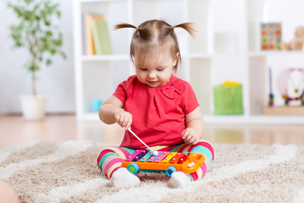Gute Laune auf Knopfdruck: Dieses Lied bringt Babys zum lachen!