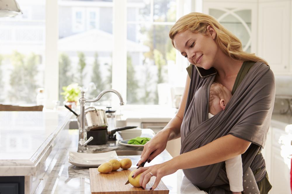 Diese Vorteile haben Eltern, wenn sie ihr Baby tragen