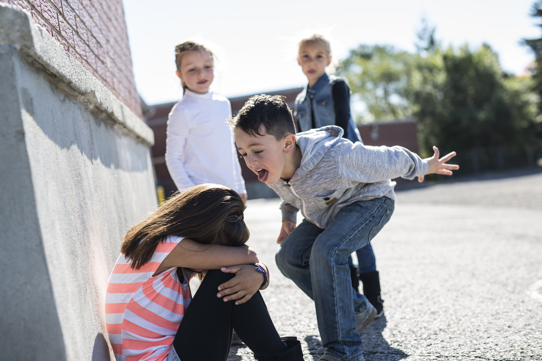 Woran du erkennen kannst, dass dein Kind gemobbt wird
