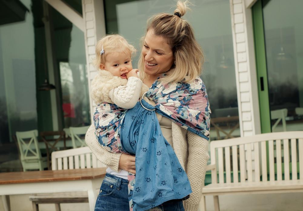 Warum du dein Baby mehr tragen solltest