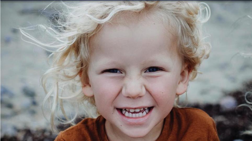 Dreijähriger verschluckt sich an einem Gummiball und stirbt in den Armen seiner Mama