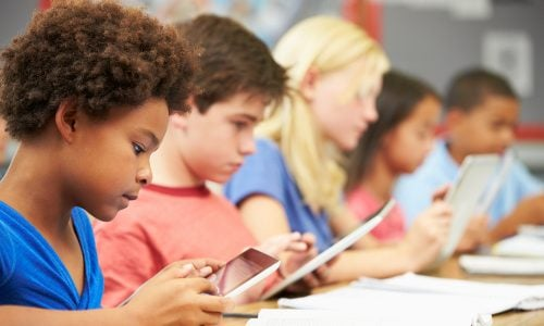 Schule der Zukunft: Nur 3 Tage die Woche & alles am Tablet