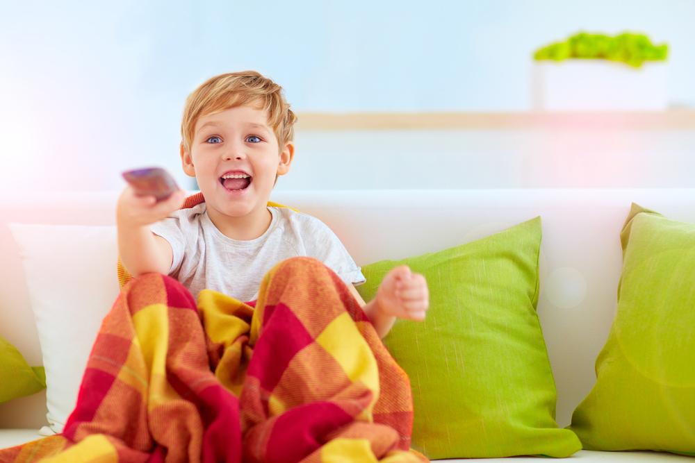 So gelingt es euch, eure Kinder vom TV weg zu holen – ohne Wutanfall!