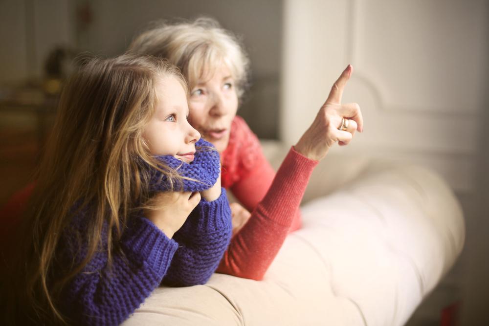 Warum die Oma mütterlicher Seite den Kindern meist näher steht