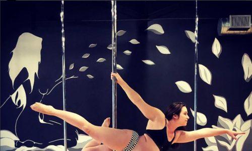 Diese Frau tanzt hochschwanger an der Pole-Stange