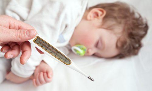 So reagierst du bei einem Fieberkrampf richtig