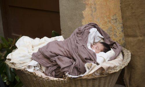 Krank: Berliner Pärchen setzt 1x pro Jahr ein Neugeborenes aus