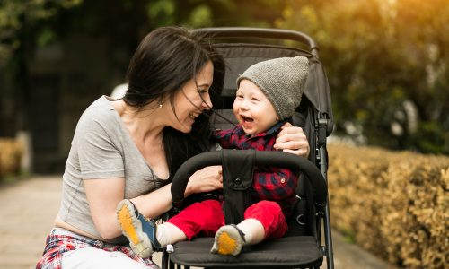 Mit Kinderwagen in den Öffis unterwegs: So klappt's stressfrei!