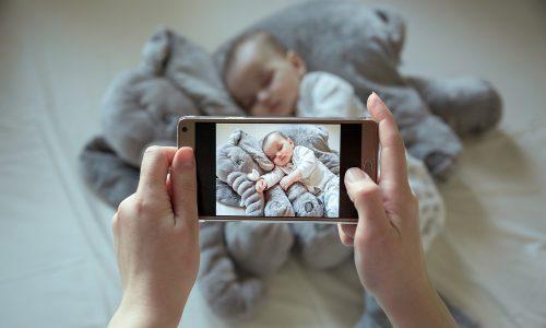 Achtung: Wer diese Fotos online postet, bringt seine Kinder in große Gefahr
