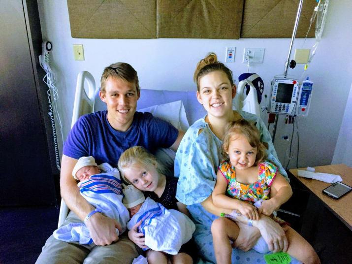 Lisa und Dane Lyman mit ihren vier Kindern