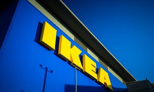 6-Jähriger findet geladene Waffe in IKEA – und schießt