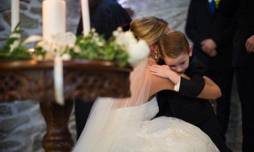 """Braut wendet sich beim """"Ja""""-Wort an ihren Stiefsohn und seine Mutter"""