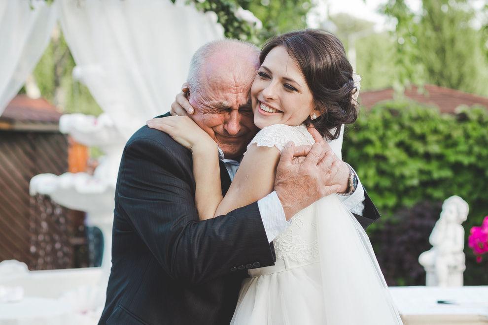 Unfassbar: Millionär heiratet versehentlich seine Enkelin