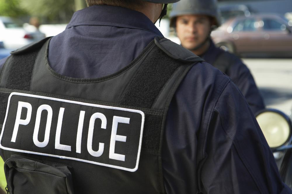 Polizist rettet Baby vorm Ersticken