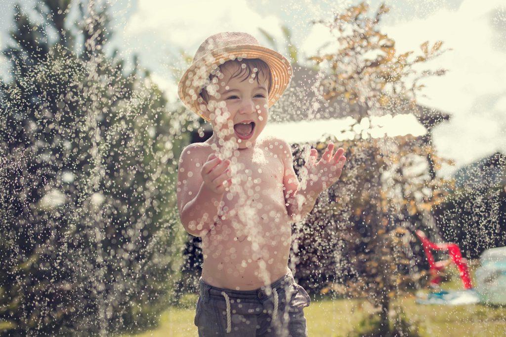 Wasserspaß: 5 Wege um heiße Sommertage erträglicher zu machen