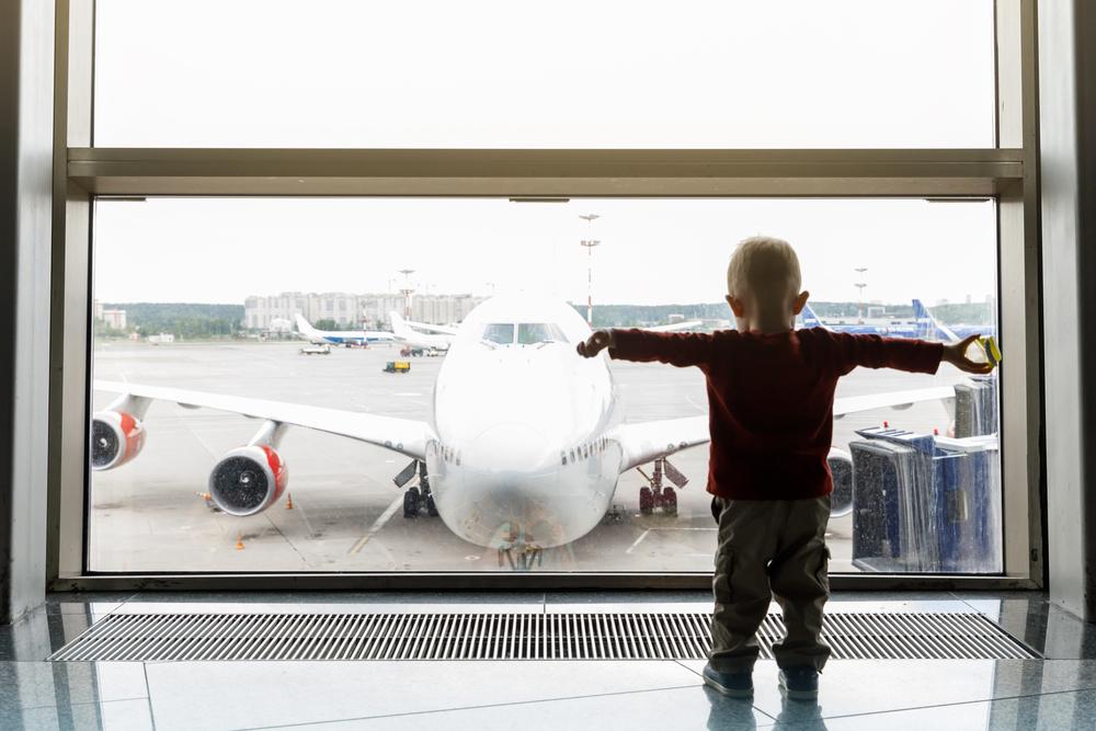"""""""Welcome home from prison, Mom"""", Scherz-Plakat von Sohn am Flughafen"""