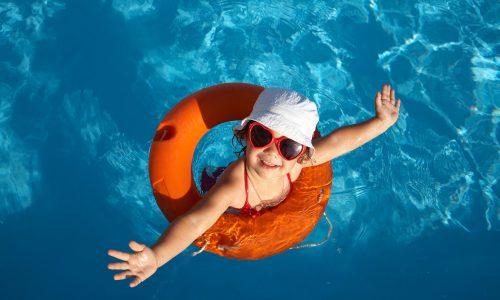 Diese Dinge solltest du beachten, wenn dein Kind schwimmen lernt