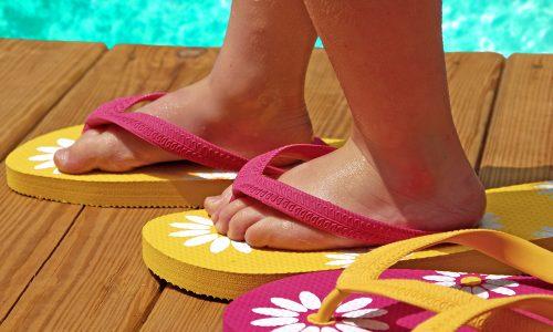 Flip Flops für Kinder: Schädlich oder eine gute Lösung im Sommer?
