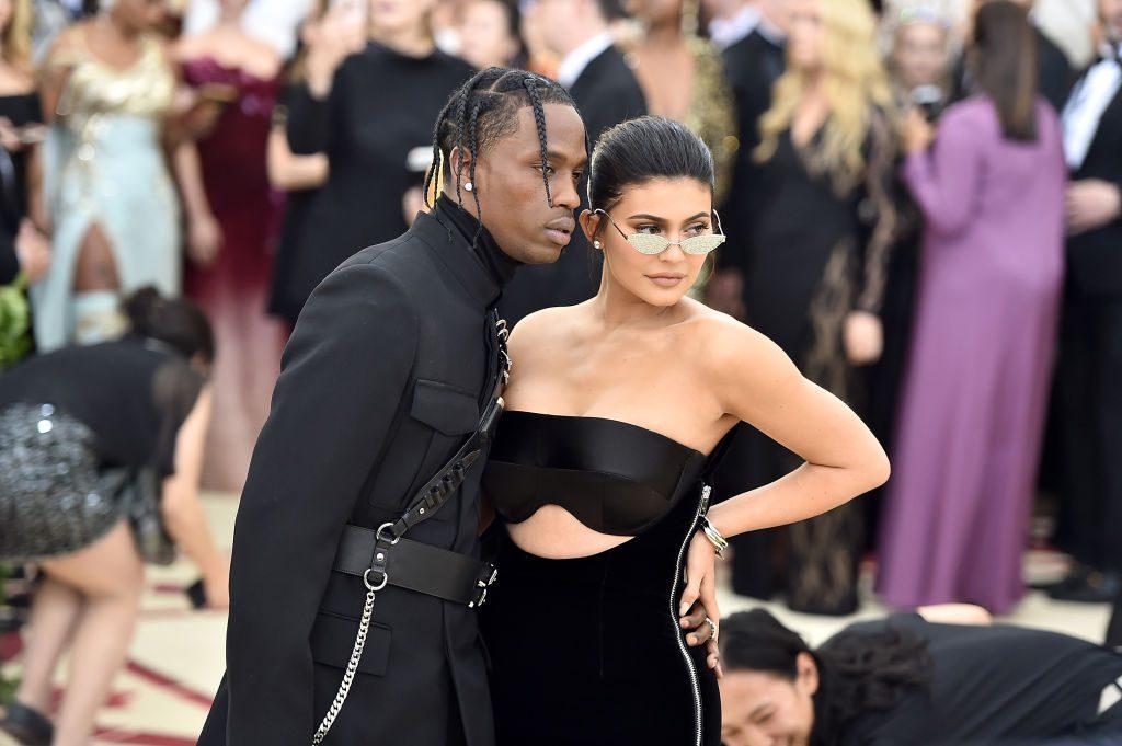 Kylie Jenner hat 5 Monate alte Tochter Stormi piercen lassen
