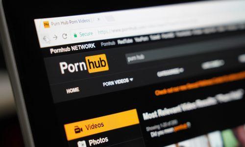 #parentsonpornhub: Weshalb Eltern jetzt Pornos für ihre Kinder ins Internet stellen