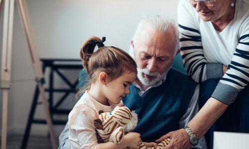 Laut dieser Studie sollen Großeltern den Kindern schaden