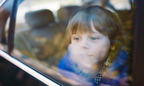Auto schloss sich von alleine zu: Kind vor Hitzeschlag gerettet