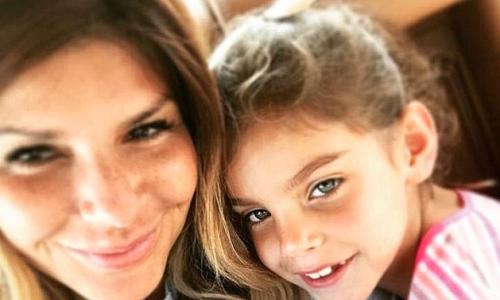 Britische Mutter verbrachte mit ihrer vierjährigen Tochter drei Tage hinter Gittern und der Grund ist absurd