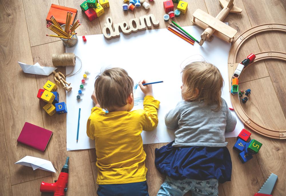Sollte ich mein Kind besser bei einer Tagesmutter oder in einer Kinderkrippe betreuen lassen?