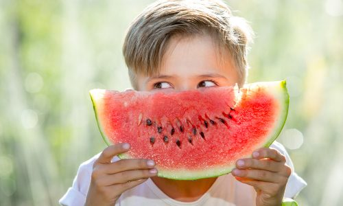 5 kreative Ideen für Unternehmungen mit deinem Kind an Sommerregentagen