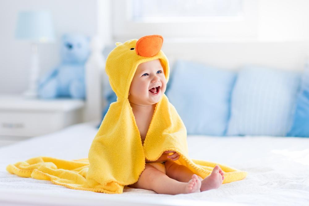 Diese Meilensteine im ersten Lebensjahr solltest du auf keinen Fall verpassen