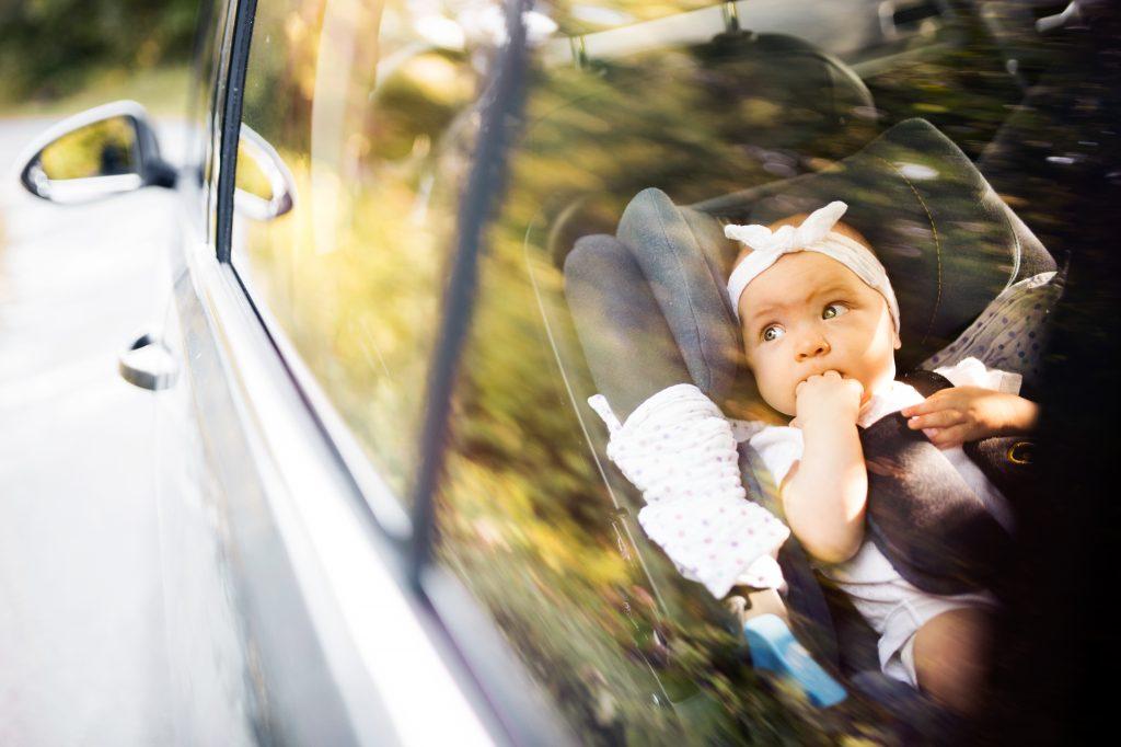 Supermarkt-Kundin rettet Baby aus heißem Auto