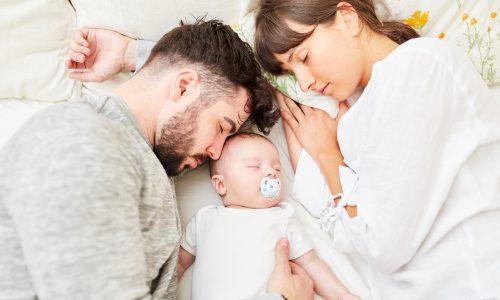 Erst 6 Jahre nach der Geburt bekommen Eltern wieder genug Schlaf